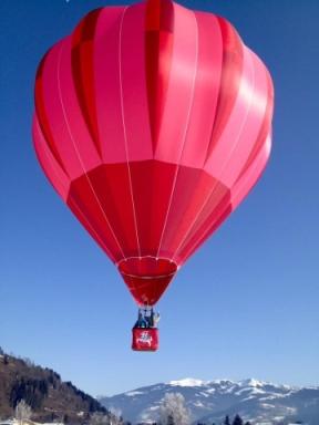 Vasario 16-ąją, skrisdami virš Alpių, Vyčiu papuoštu balionu, grupė Lietuvos oreivių laimėjo, trečią vietą.