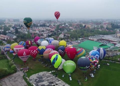 Sūnus ir tėvas Kostiuškevičiai dominavo karšto oro balionų varžybose Lenkijoje